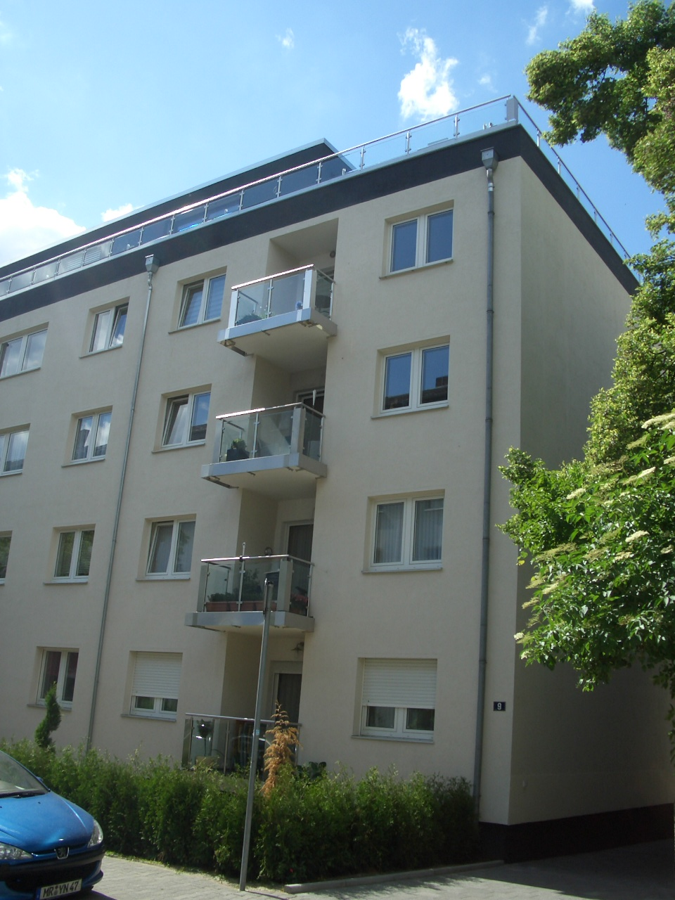 frankfurt ostend vermietete 3 bis 4 zi penthousewohnung mit bodentiefen fenstern gro er. Black Bedroom Furniture Sets. Home Design Ideas